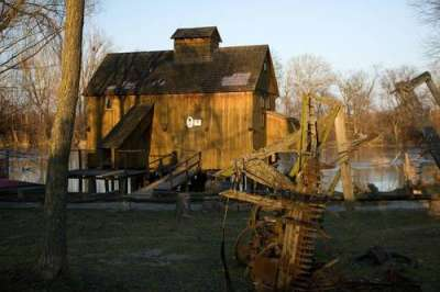 Vodní kolový mlýn Jelka foto