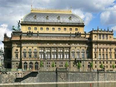 Národní divadlo v Praze foto