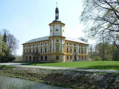 Linhartovský zámek Albrechtice foto