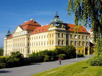 Loucký klášter foto