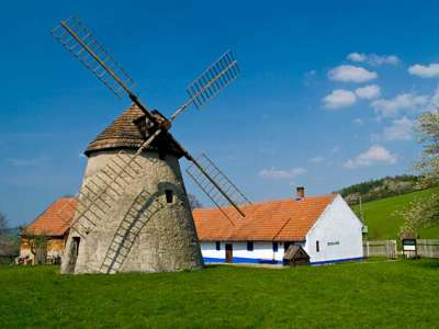 Větrný mlýn Kuželov foto