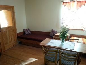 Obývací pokoj se dvěma lůžky a přistýlkou