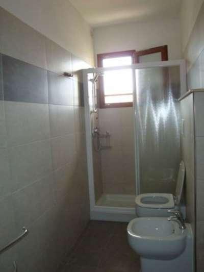 Koupelny jsou ve všech apartmánech stejné