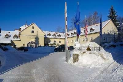Budova Parkhotelu v zimě