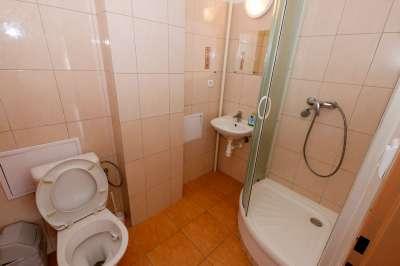 Koupelna ve třílůžkovém pokoji č.2