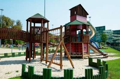 Venkovní dětský hřiště