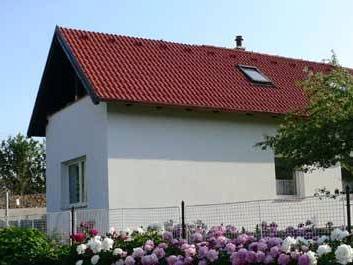 Úsvit je rodinný penzion, který se nachází na rozmezí Hostýnsko-Vizovických vrchů v nadmořské výšce 586 m.