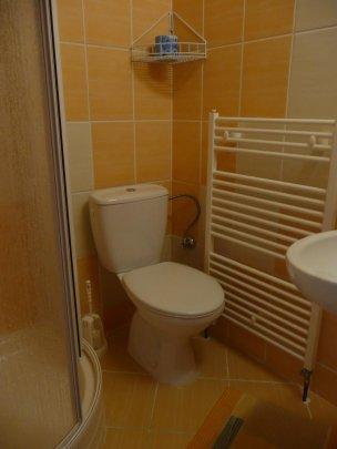 Koupelna se sprchovým koutem - oranžová
