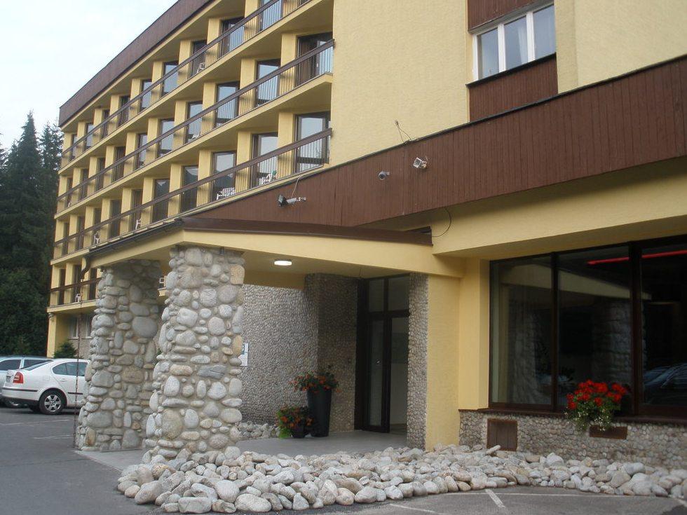 Budova hotelu Pieris