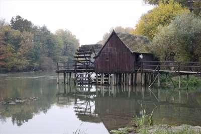 Vodní kolový mlýn Tomášikovo  foto