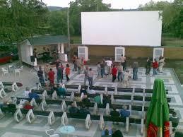 Central Park – letní kino a kavárna v Podhájské foto