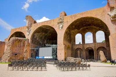 Maxentiova bazilika foto