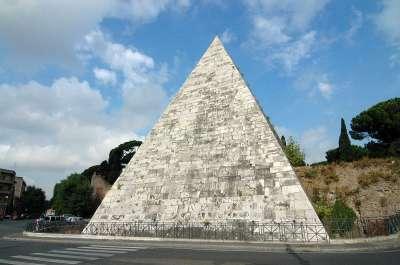 Pyramida Caia Cestia foto