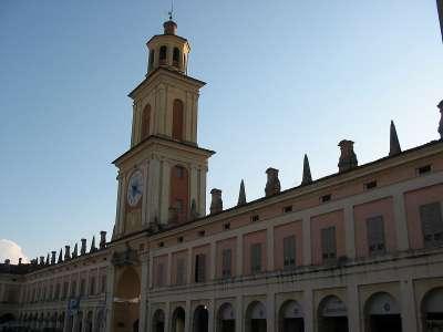 Věž Gualtieri foto