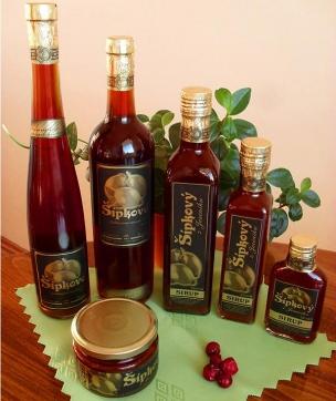 Nefiltrované bylinná a kořeněná vína foto