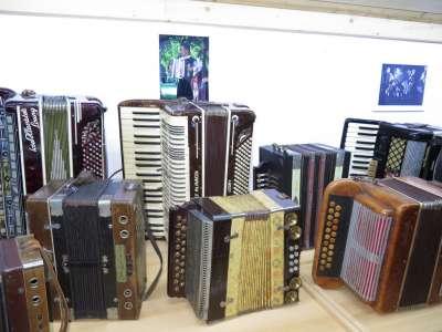 Expozice hudebních nástrojů v Ostružné foto