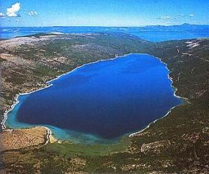 Vranské jezero na ostrově Cres foto