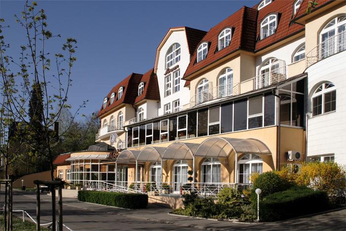 Lázeňské hotely Miramare Luhačovice tvoří koplex 3 vzájemně propojených hotelů, které nabízejí kvalitní ubytování v Luhačovicích.