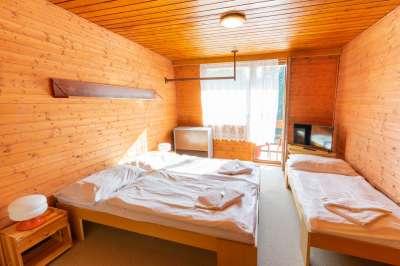 Šestilůžkový apartmán v budově A - třílůžková ložnice