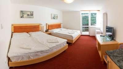 Šestilůžkový pokoj v budově B - čtyřlůžková ložnice