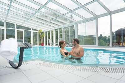 Bazén mohou klienti využít ve Vile Antoaneta, se kterou je Vila Valaška propojena.