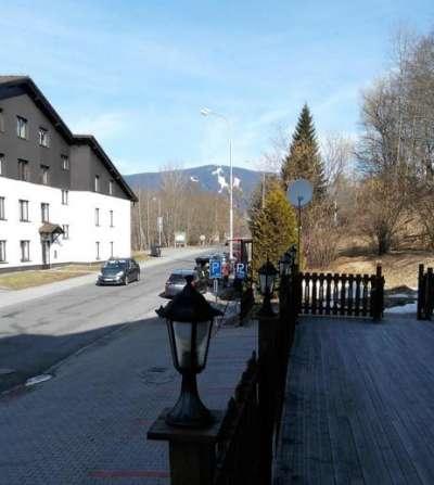 Pohled od hotelu na Špičák