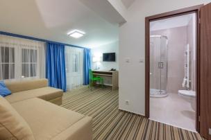Obývací pokoj a koupelna
