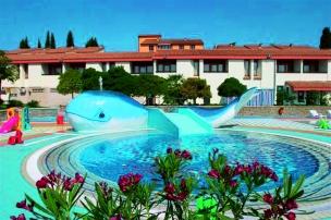 Součástí hotelu je i bazén
