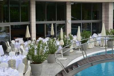 Svatba u bazénu