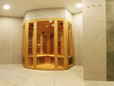 Infra sauna ve vnitřní části wellness centra