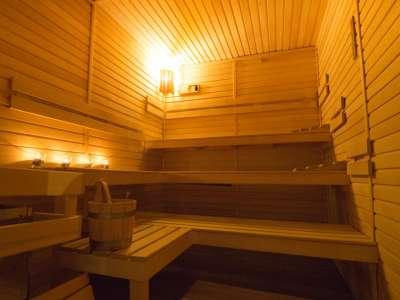 Finská sauna ve vnitřní části wellness centra