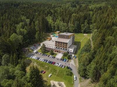 Letecký pohled na areál Hotelový resort Kamzík