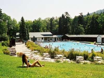 Prostor u venkovního bazénu