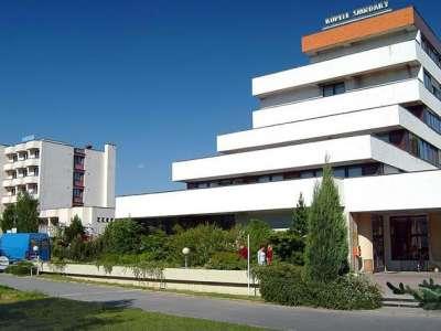 HOTEL CENTRÁL SMRDÁKY foto