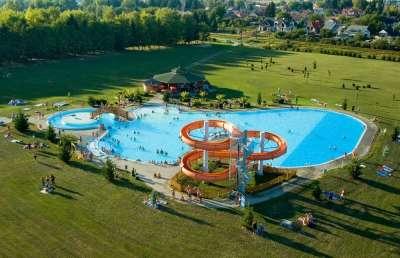 Vnější bazén s tobogánem