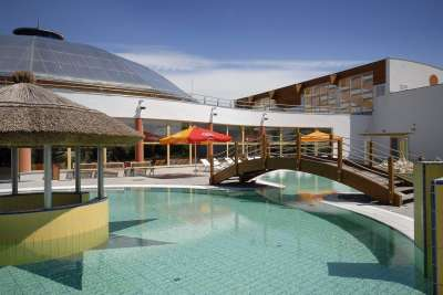 Vnější bazén s atrakcemi
