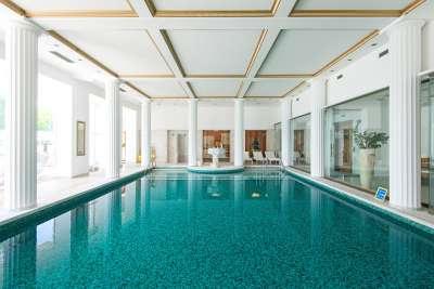 hotelový termální bazén