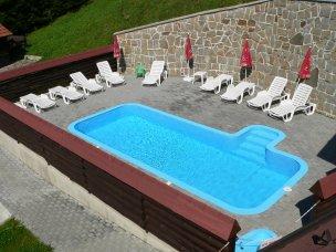 Vnější bazén a lehátka