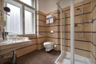 Koupelna ve dvoulůžkovém pokoji executive