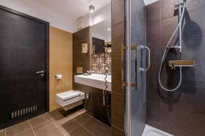 koupelna v pokoji DE LUXE