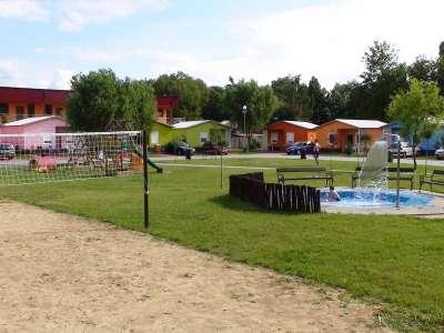 Zahrát si zde můžete i plážový volejbal.
