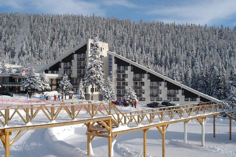 Horský Hotel FIS — největší hotelově–sportovní komplex v Vysokých Tatrách situovaný přímo pod jejich majestátnymi štíty u jezera Štrbské pleso v nadmořské výšce 1346 m.