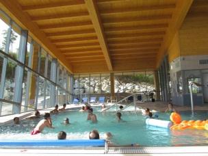 Zábava v hotelovém bazénu