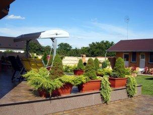 Zahrada s houpačkou