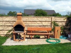 Zahradní posezení s grilem