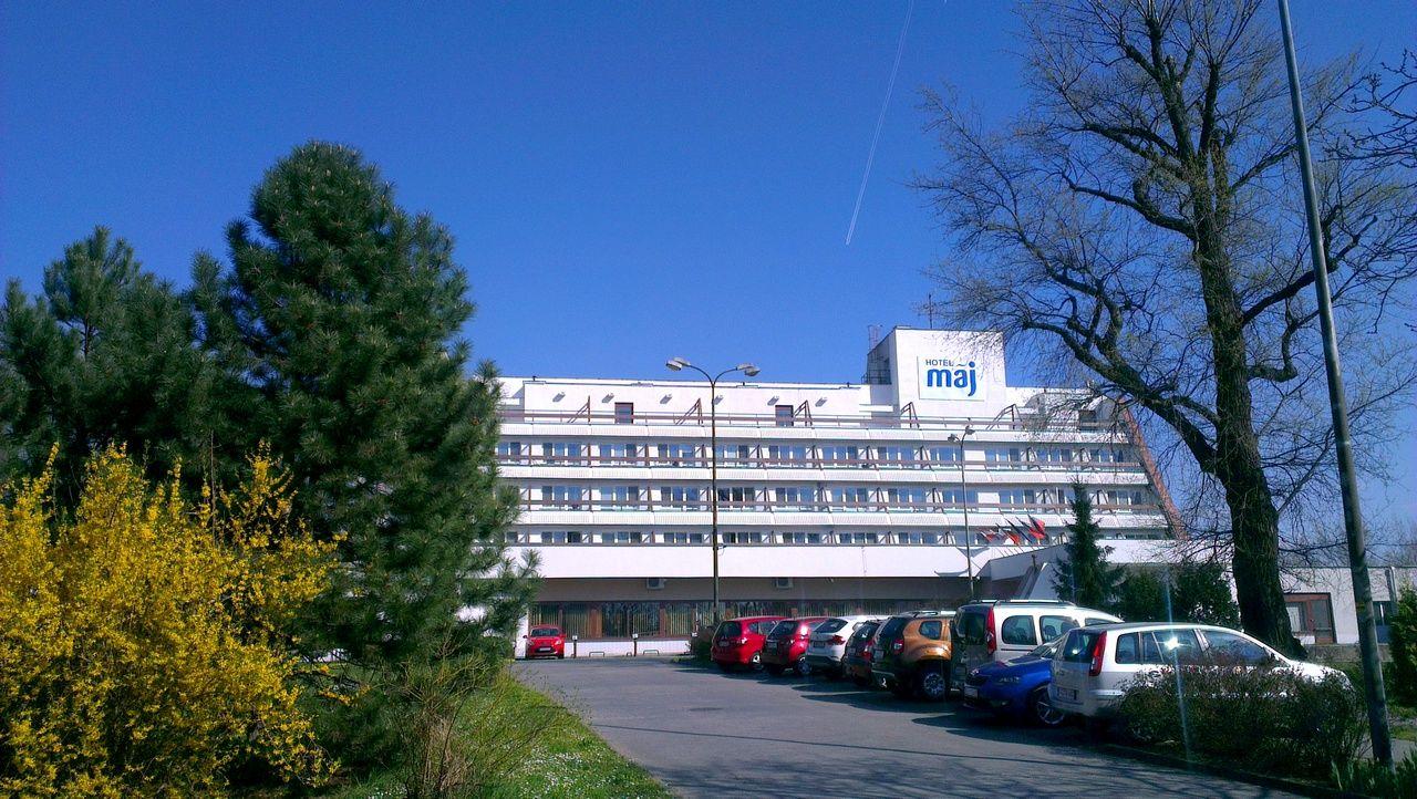 Hotel se nachází ve světoznámém lázeňském městě Piešťany, v městě s největším počtem slunečních dní v roce na Slovensku.