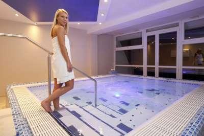 Minerální bazén s teplotou 38°C