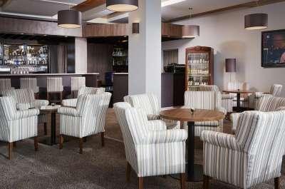 Lobby bar s letní terasou