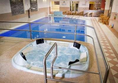Vnitřní bazén a vířivka