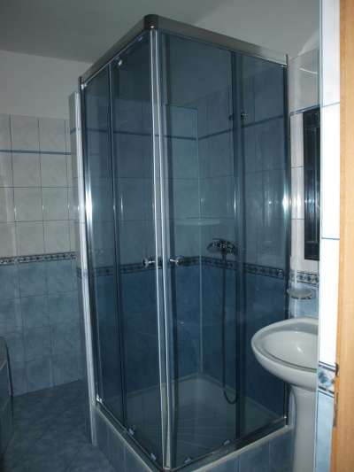 Koupena se sprchou